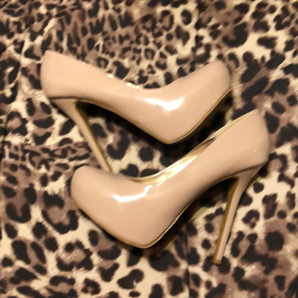 Steve Madden Shoes - SM patent leather nude pumps